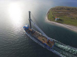Verdens største kran til Odense Havn